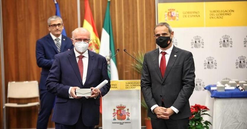 El Prof. José Antonio Girón recibe el Premio en la batalla contra el Covid en representación de los profesionales sanitarios