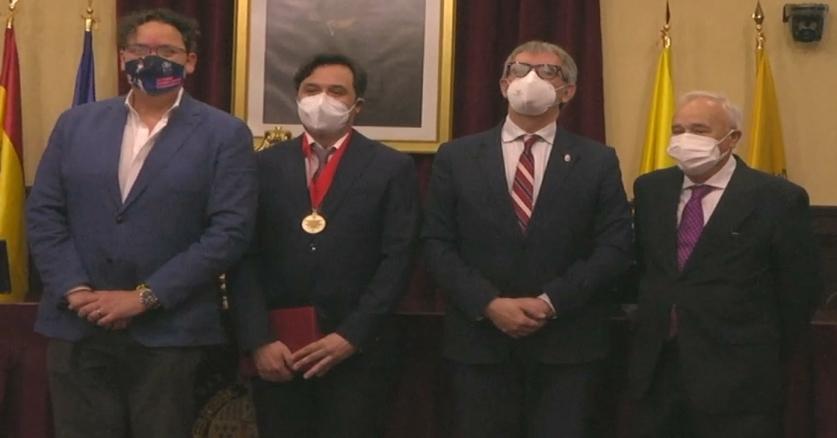 El Prof. Manuel Rosety recibe la Medalla de la Facultad de Medicina de la Universidad de Nueva Orleans
